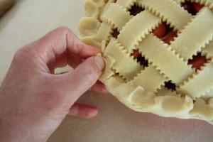crimping a pie edge