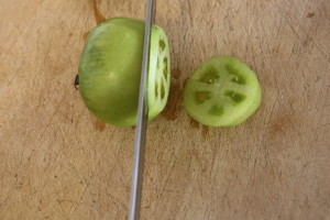 slicing green tomatoes