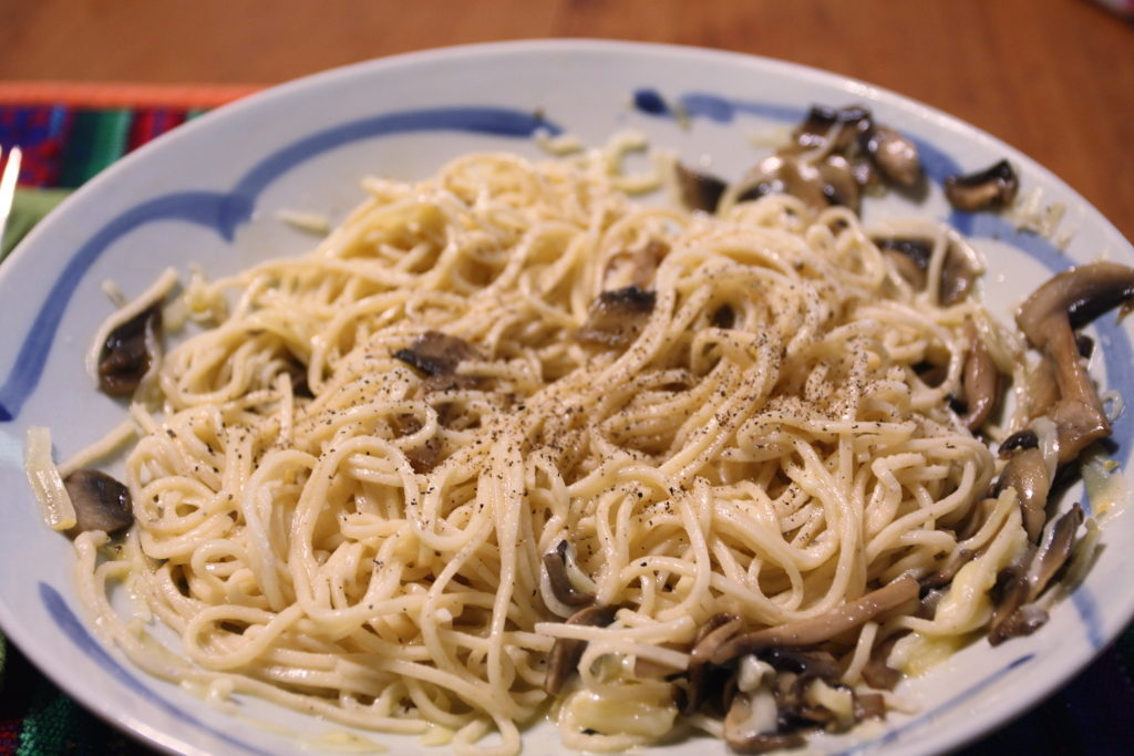 spaghetti carbonara with mushrooms