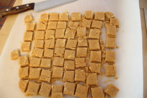 cutting peanut butter brittle